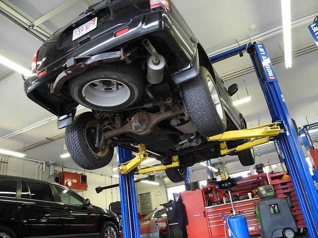 https://pixabay.com/en/car-mechanic-automobile-mechanical-1751753/